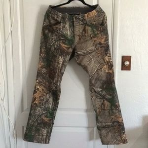 Hunting Under Armour realtree xtra hunting pants.